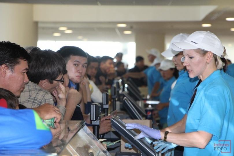 Для болельщиков организовали несколько торговых точек общественного питания