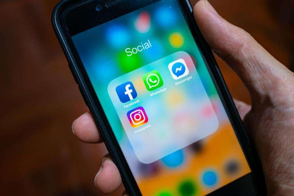 Facebook және WhatsApp мессенджерлері