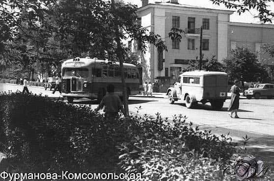 1950 жыл Фурманов және Комсомольская көшелерінің қиылысы