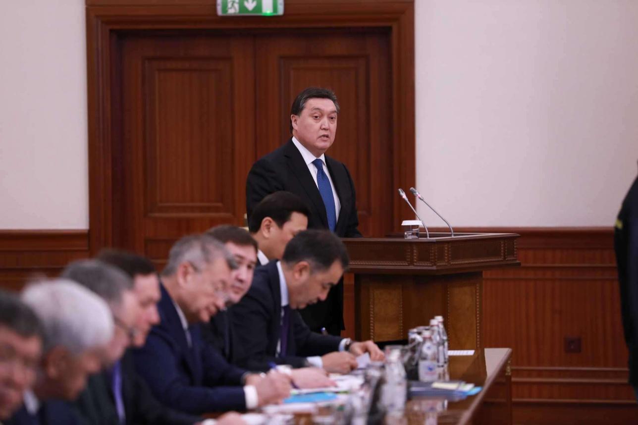 Аскар Мамин на расширенном заседании Правительства
