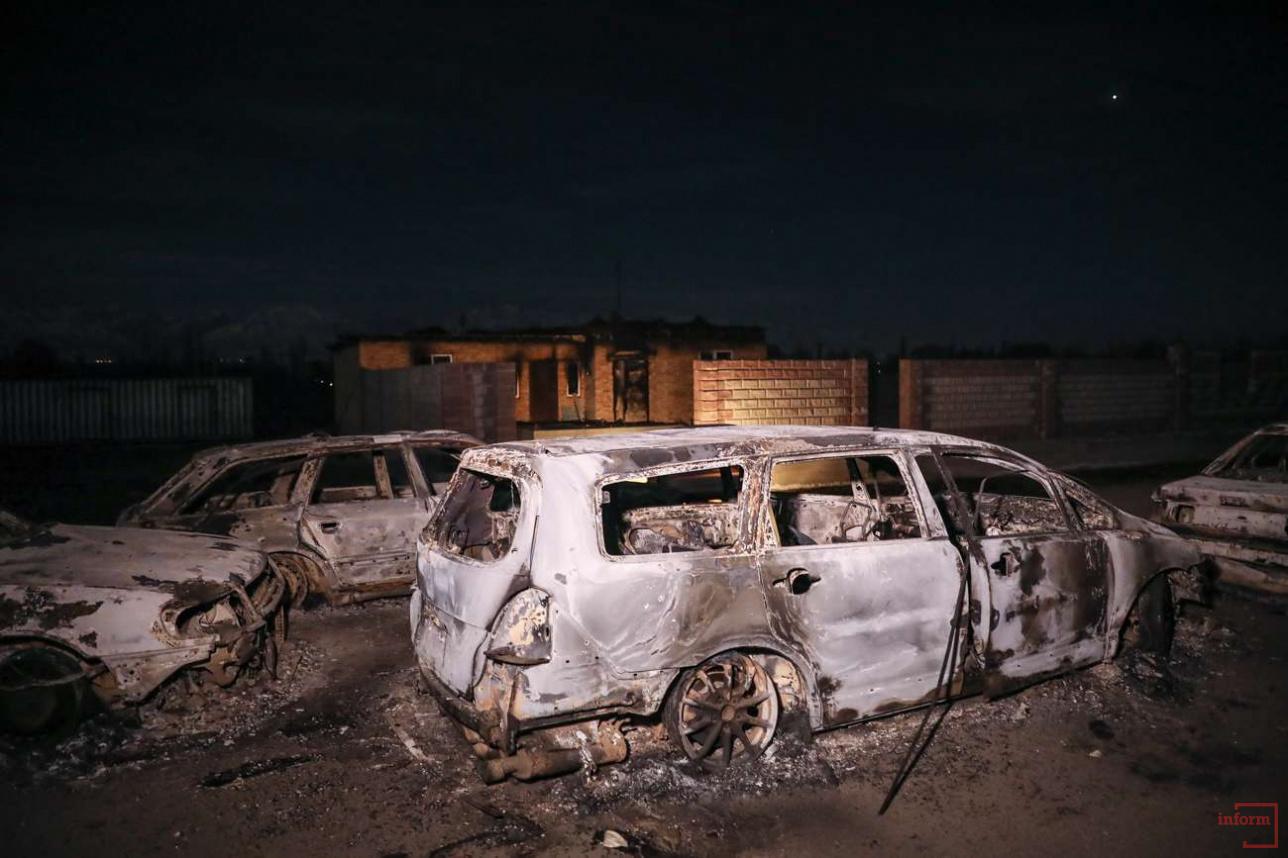 Сгоревшие автомобили в Аукатты