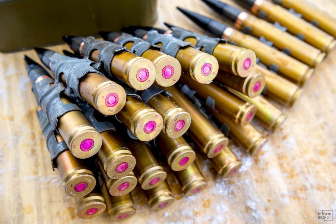 Такие снаряды в армиях постсоветских государств применяют в двух основных типах орудий: 2A42 c газоотводным механизмом и 2A72 с подвижным стволом