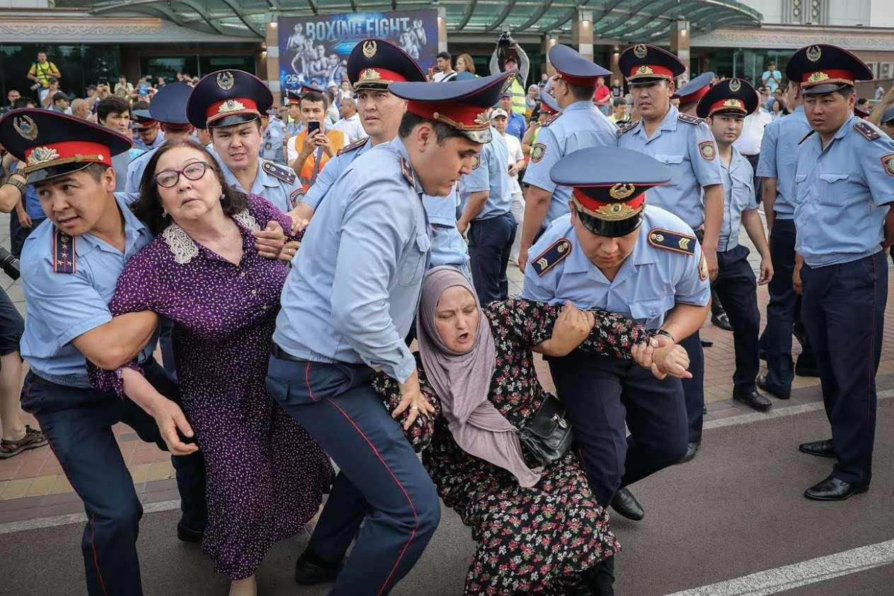 Human Rights Watch статистикасына сәйкес 2019 жылдың 9-13 маусымы аралығында Қазақстанда сайлауға қарсы шыққан 4 мыңға жуық адам ұсталды