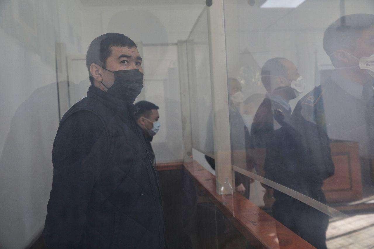 Подсудимые, впереди Гани Сманов, за ним Нургали Аппазов