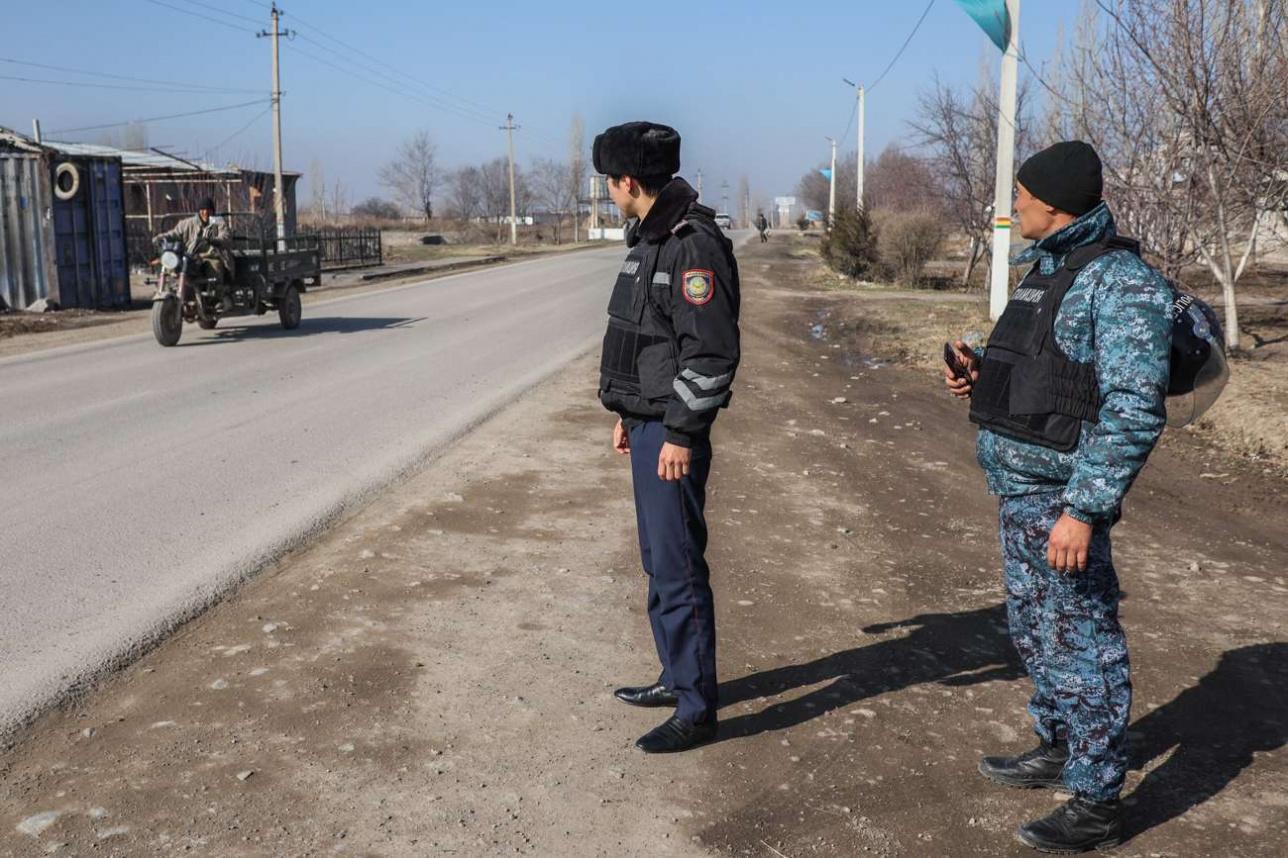 В посёлках круглосуточно дежурят полицейские и бойцы СОБРа