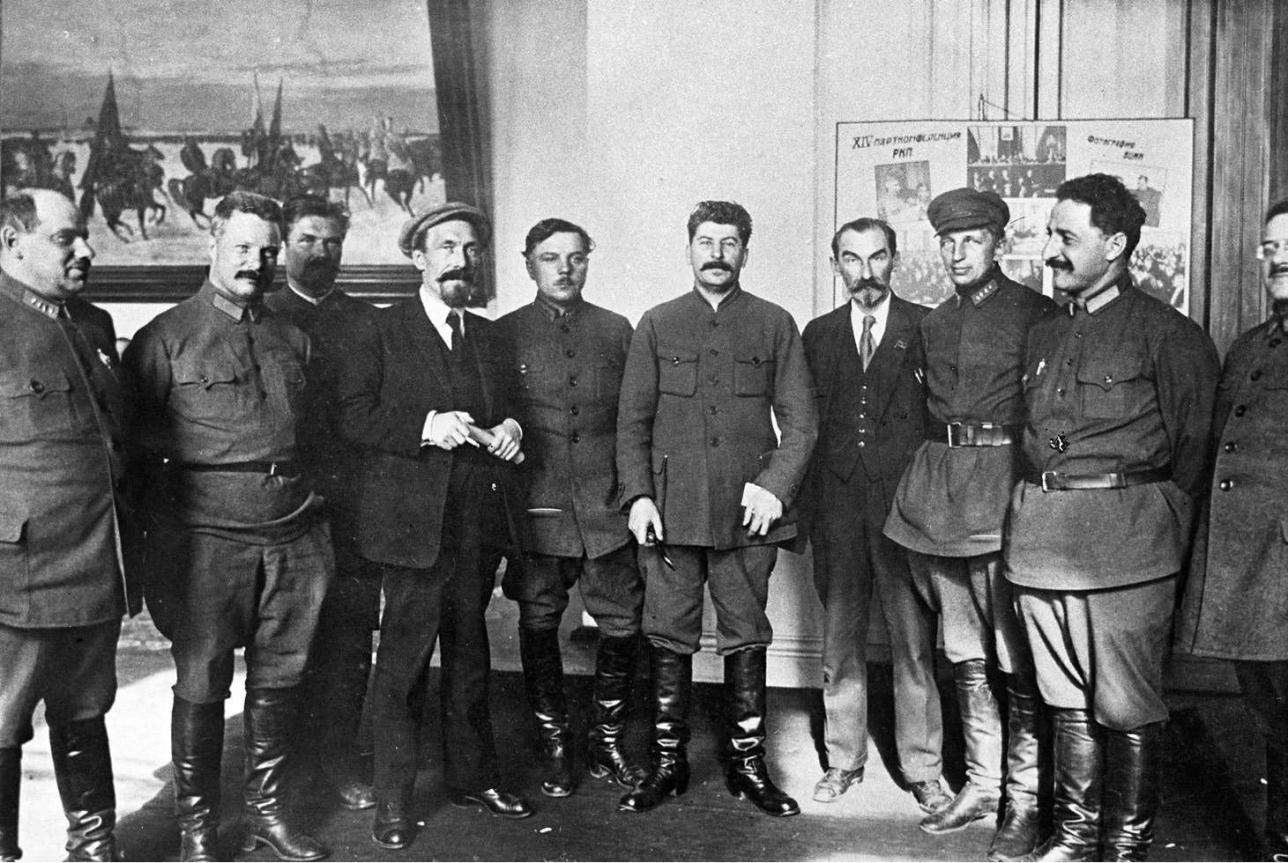XIV партконференция, апрель 1925 г. Михаил Фрунзе – второй слева