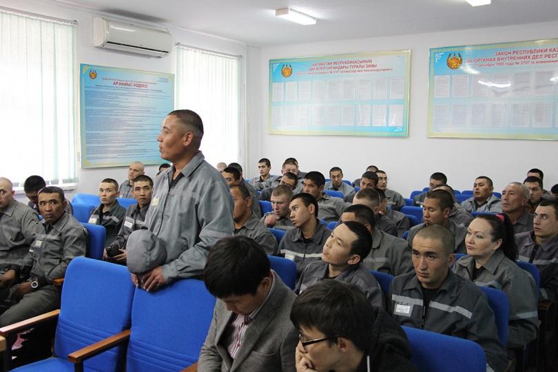 Осуждённые в учреждении ЛА 155/18 Алматы смогли задать вопросы юристам