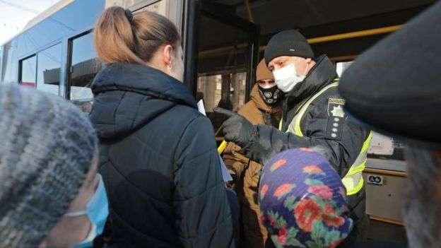 В Киеве воспользоваться общественным транспортом без специального разрешения не получится