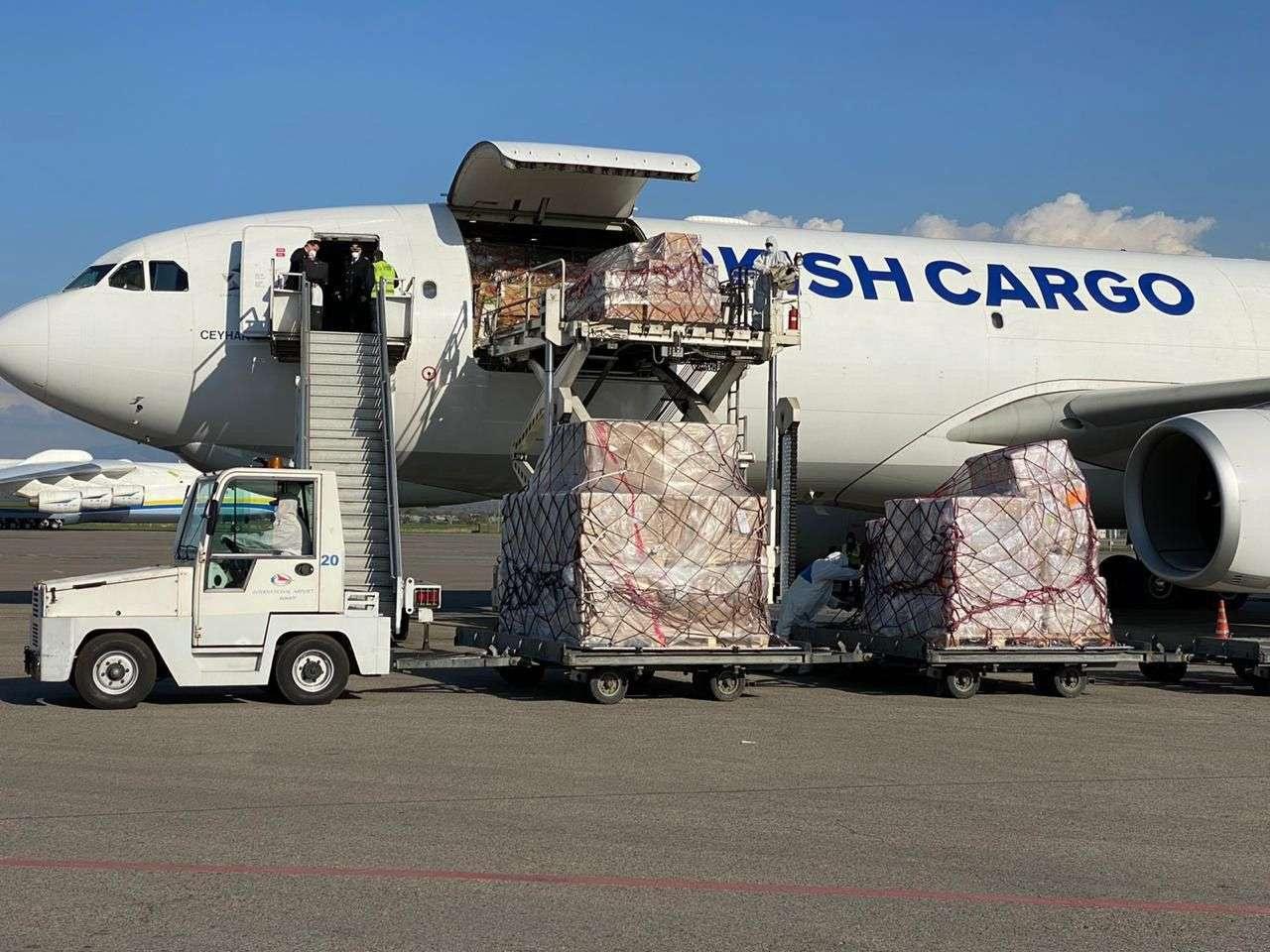 В Алматы прибыла помощь от турецкой фармкомпании