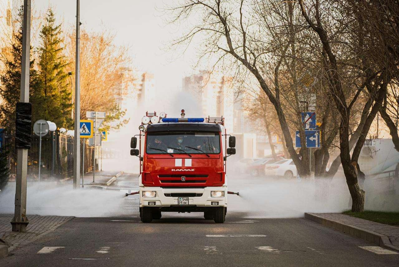 В дезинфекции улиц столицы задействовали пожарные автомобили