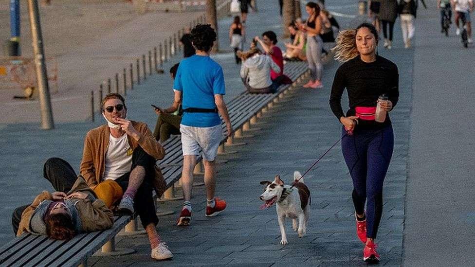 В Испании людям разрешили выходить на улицу