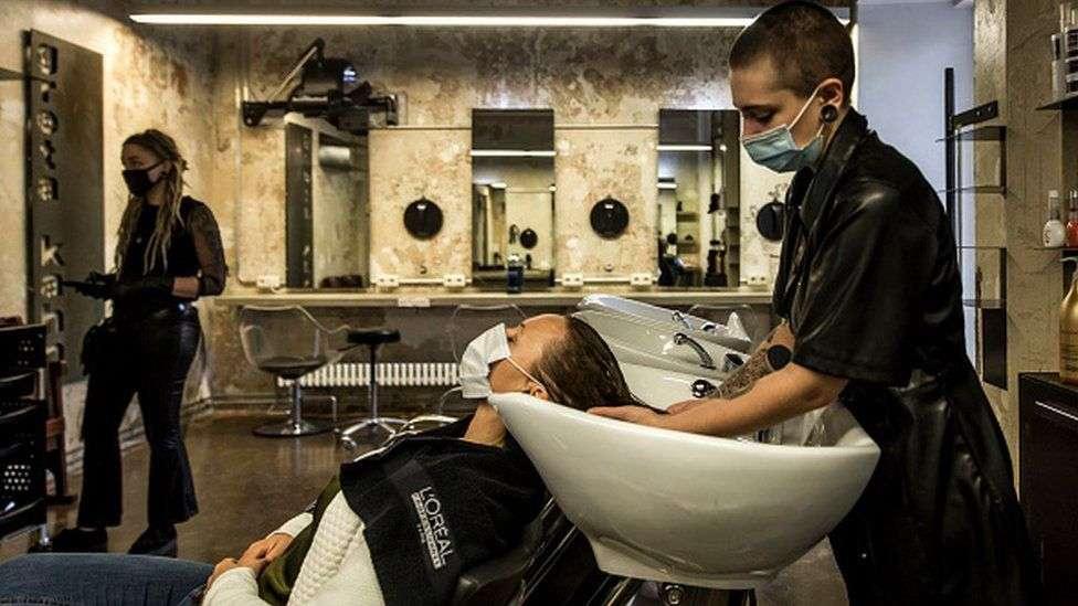В Австрии открылись парикмахерские
