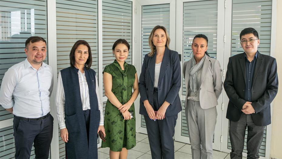 Руководители департамента контакт-центра Halyk Bank в Алматы