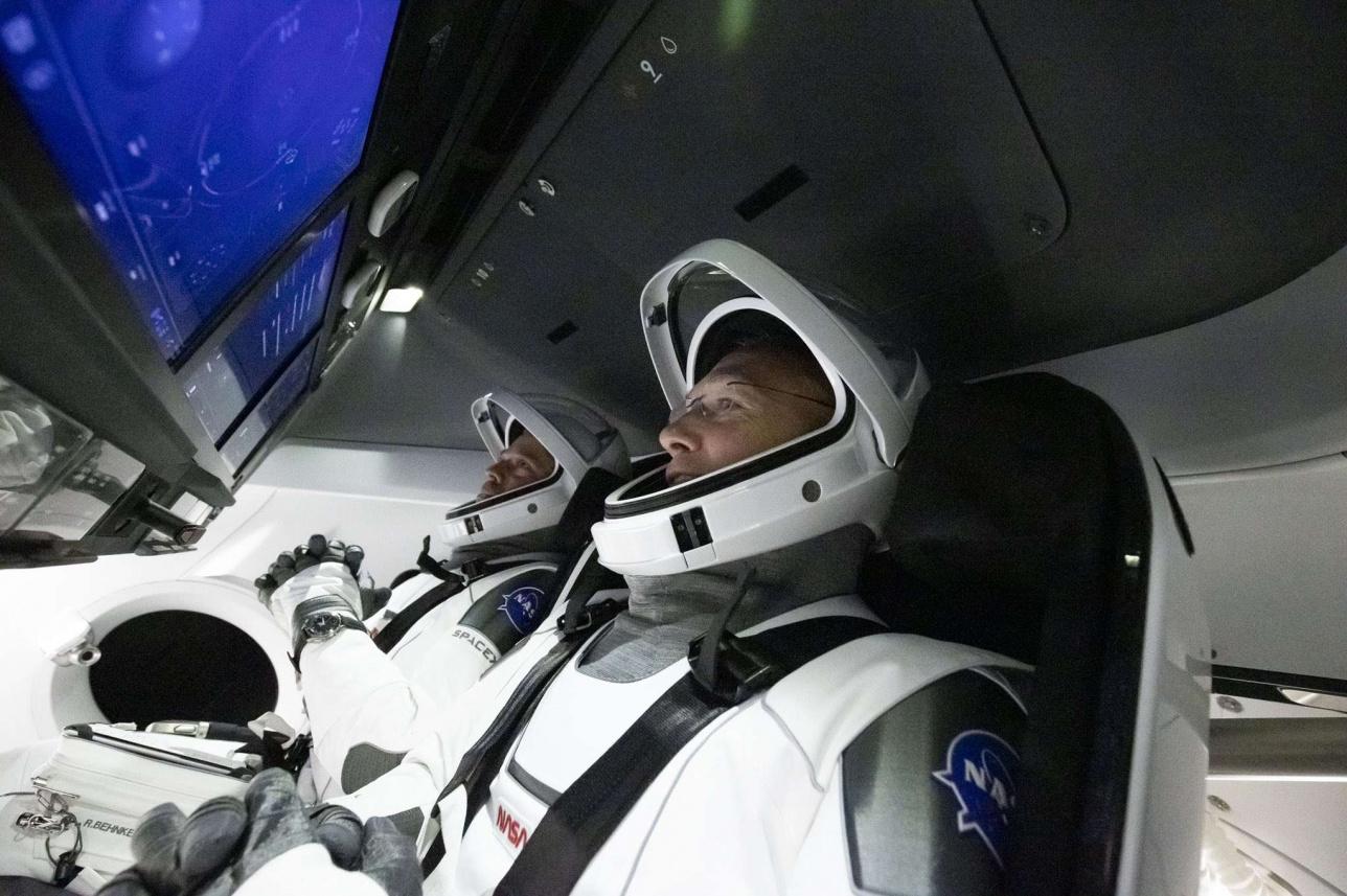 Астронавты перед предполагаемым стартом
