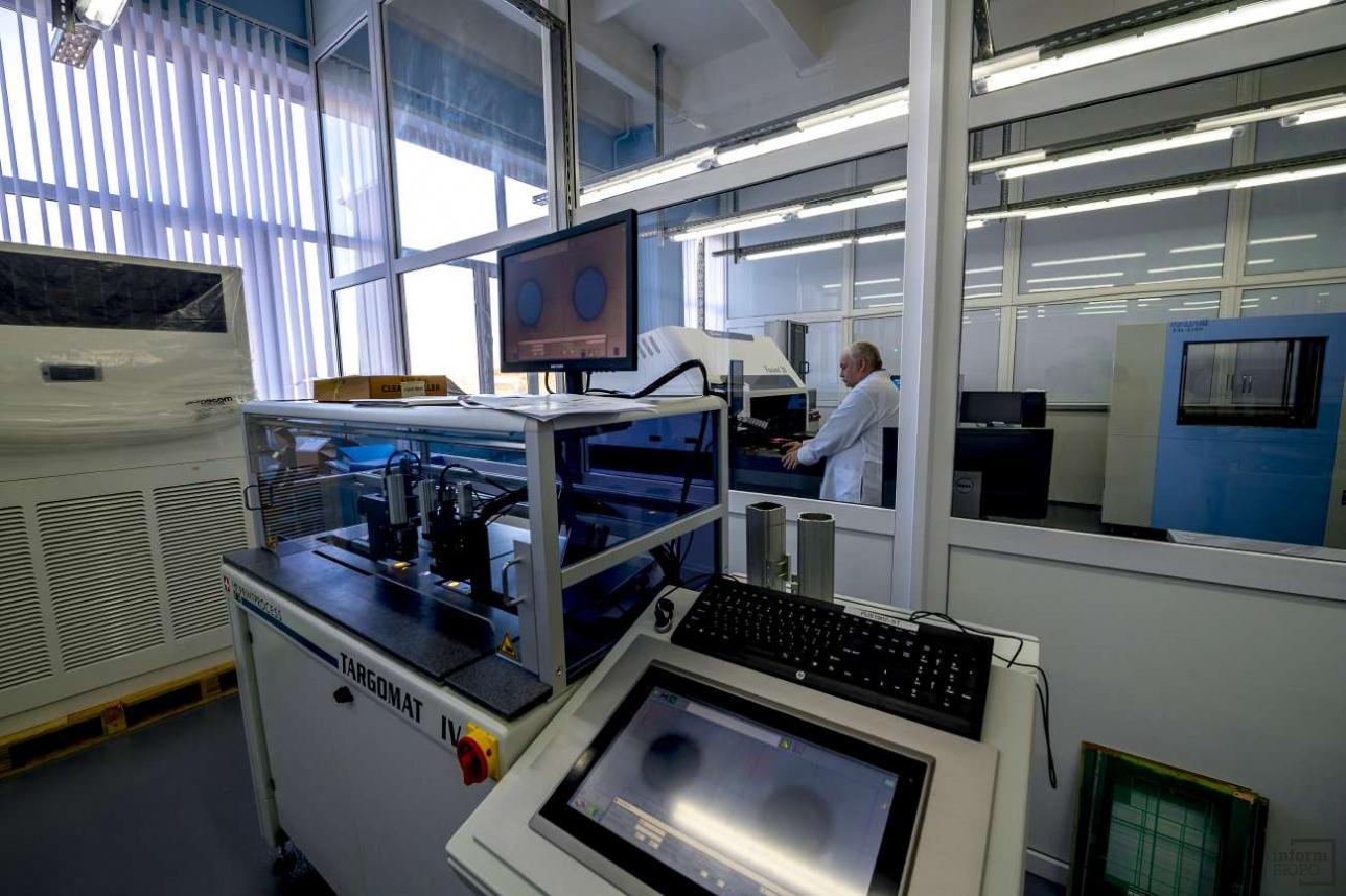 На заводе им. С.М. Кирова в настоящее время освоено производство четырёхслойных печатных плат