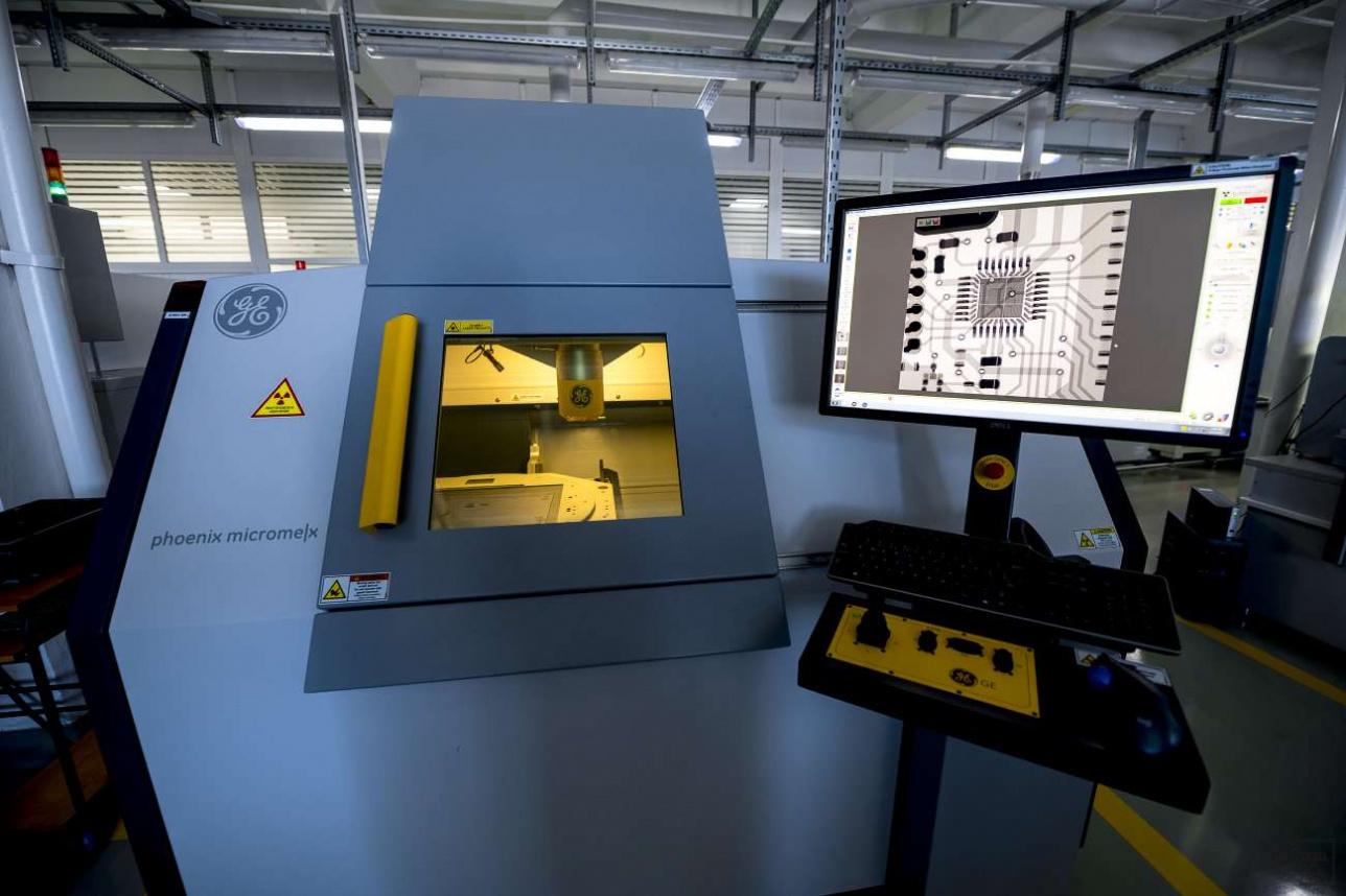 Рентгеновский микроскоп проверяет уже практически готовый элемент