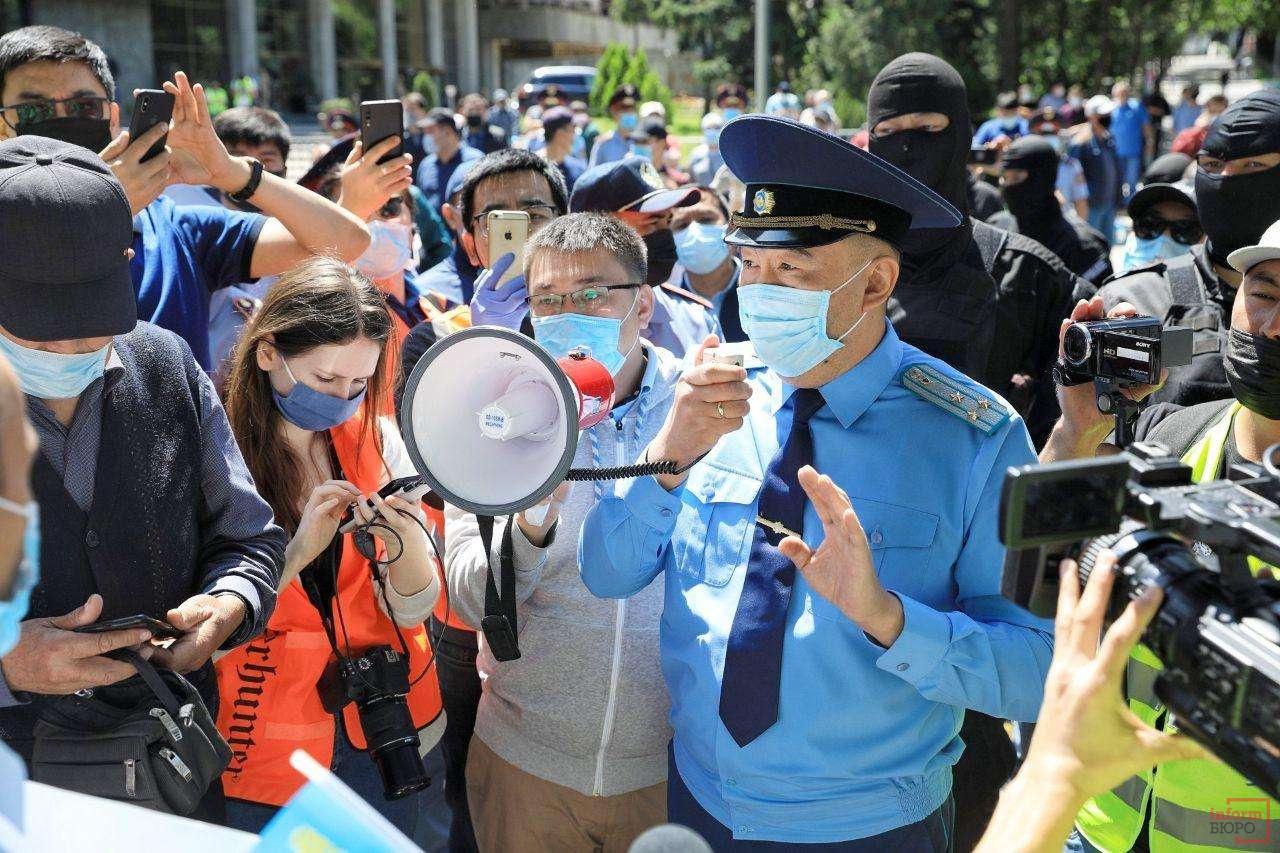 Прокурор просит участников мирного собрания разойтись