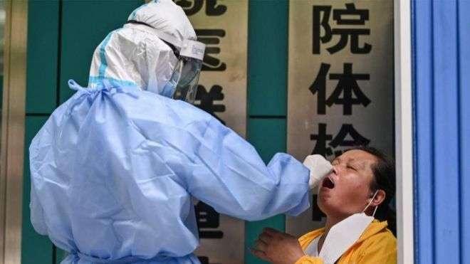 Китай первым ввел практику массового тестирования на коронавирус