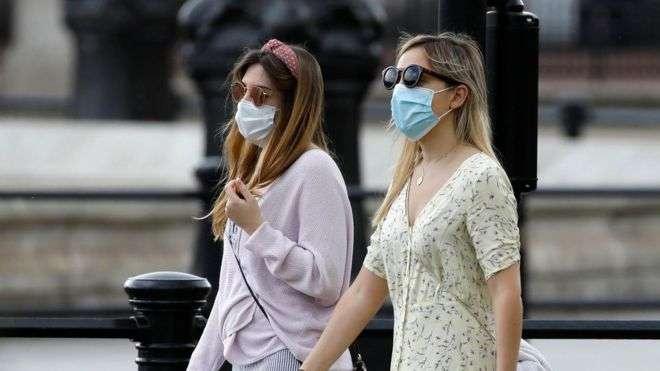 Все больше стран вводят обязательное ношение масок
