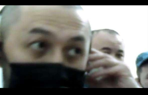 Конвой снова привёл Альнура Ильяшева в комнату для онлайн-суда