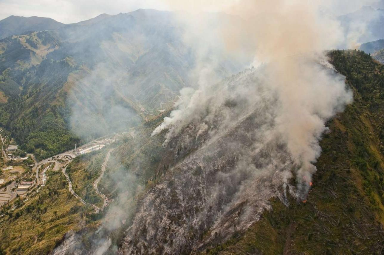 Неосторожные действия отдыхающих могут привести к пожару в горах