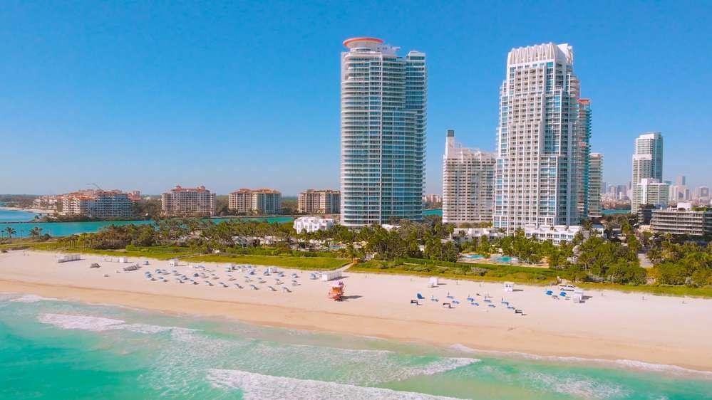 Пустые пляжи без туристов в Майами