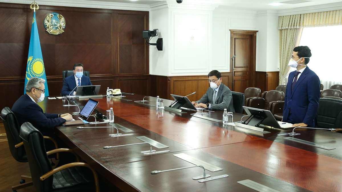 Аскар Мамин представил нового вице-министра коллективу ведомства