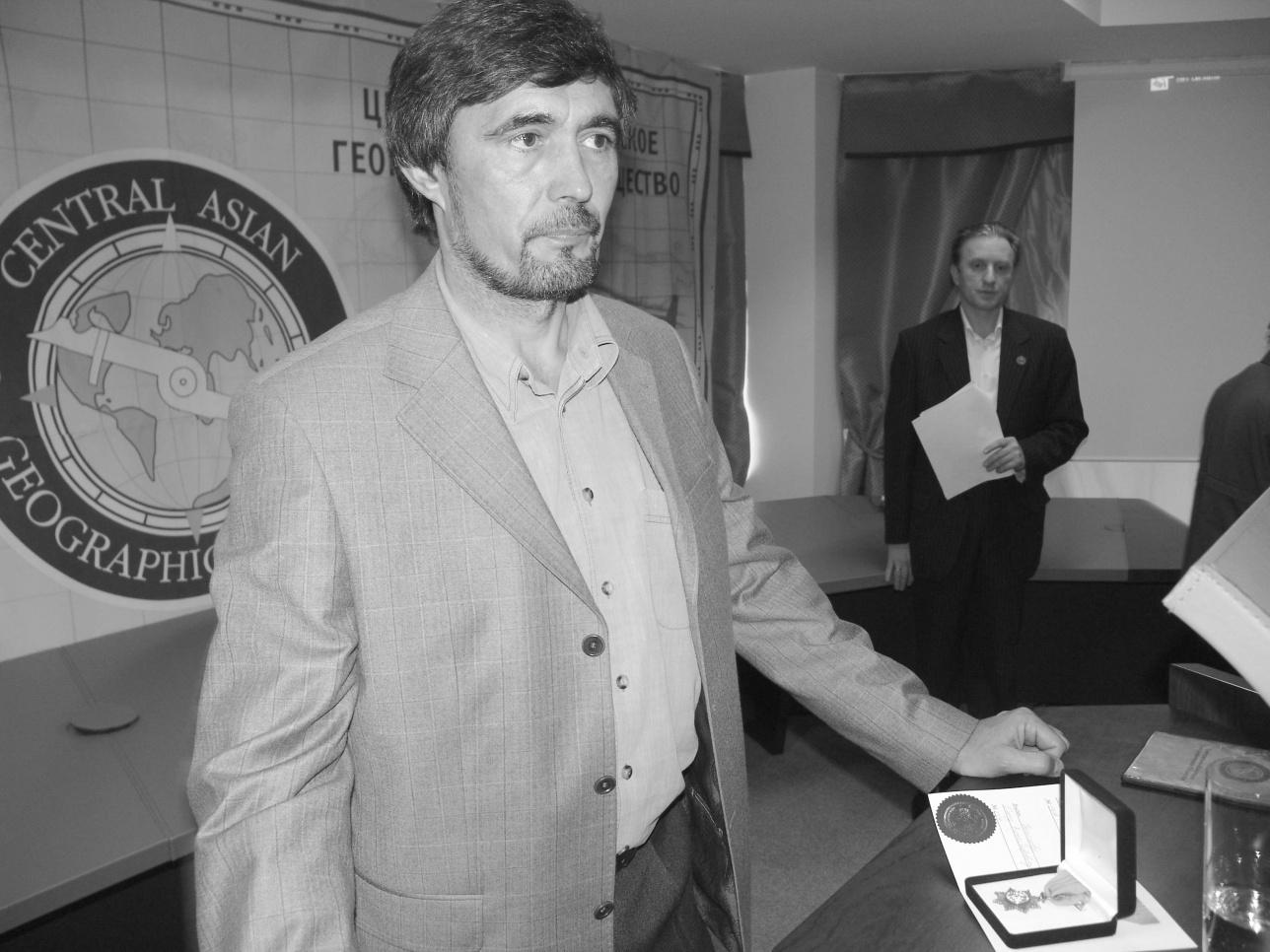 Олег Белялов во время вручения медали ЦАГО в 2007-м