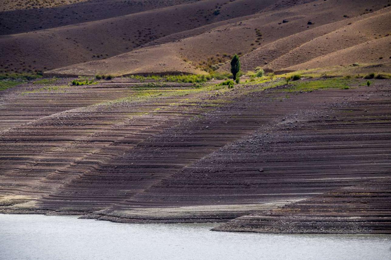 Уровень озера упал на несколько десятков метров