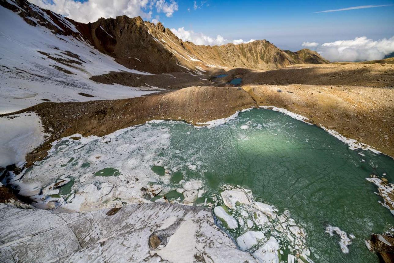 В этом году моренные озёра долго отходили ото льда