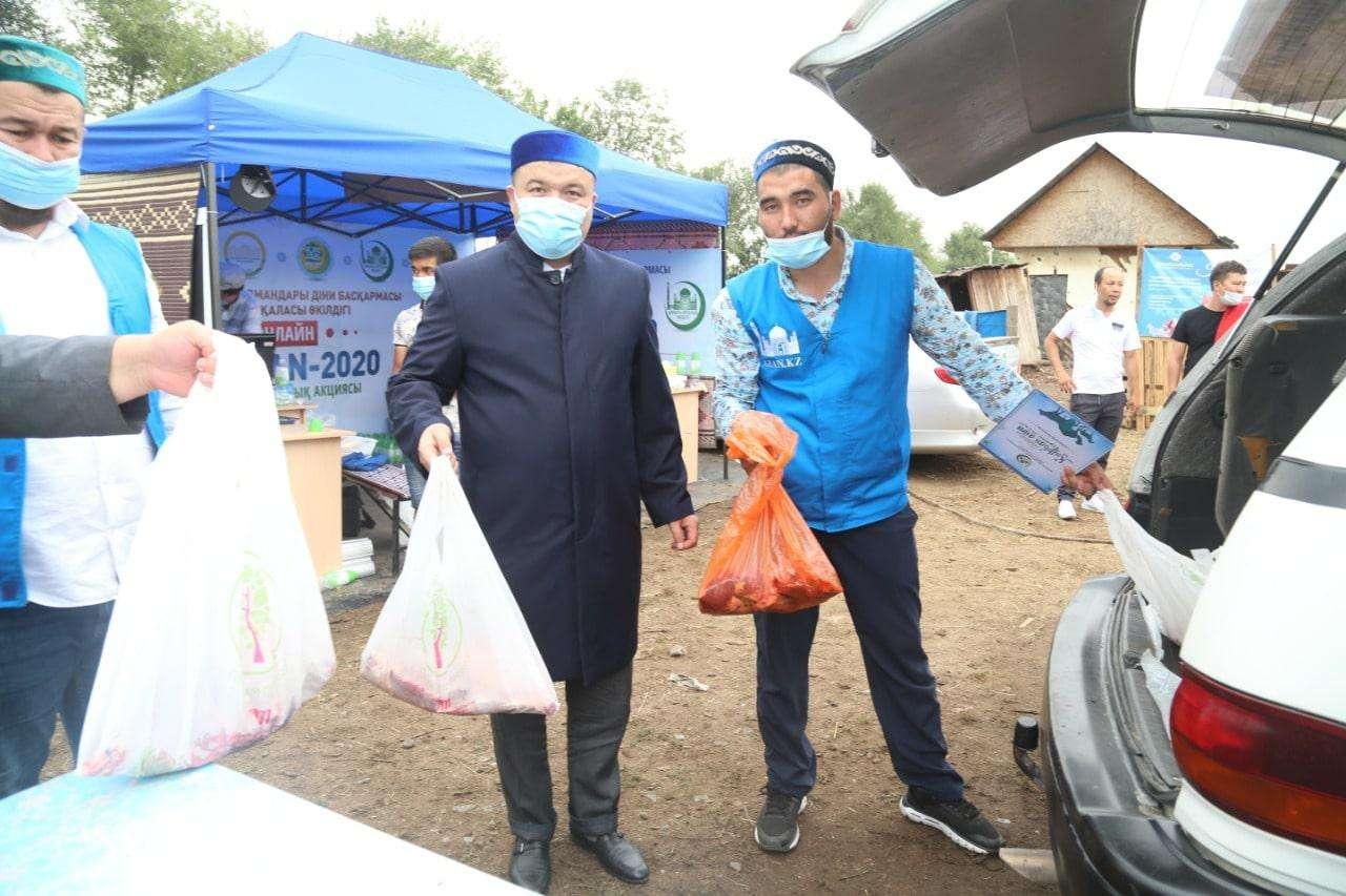 1797 семей по всему Казахстану получили жертвенное мясо в первый день праздника