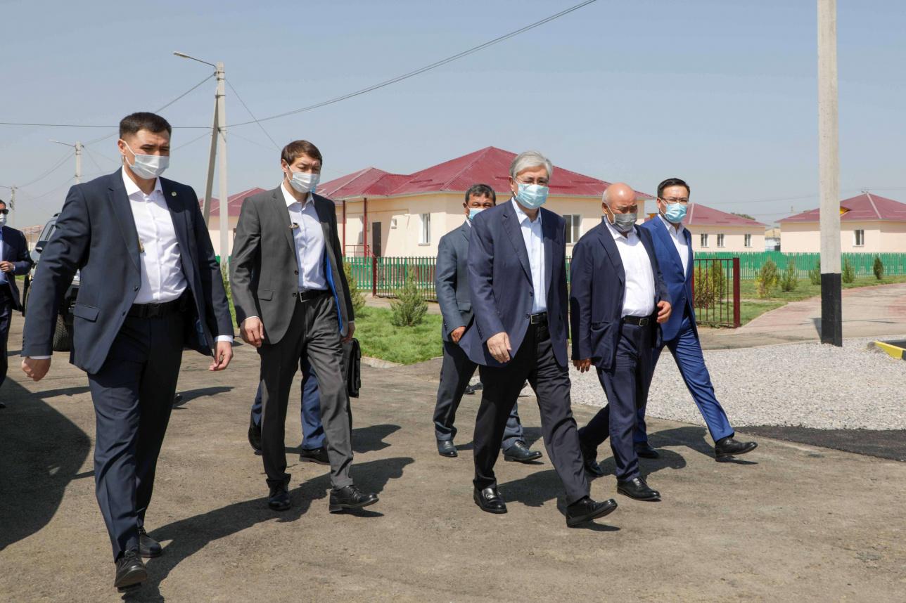 Касым-Жомарт Токаев посетил новый микрорайон в селе