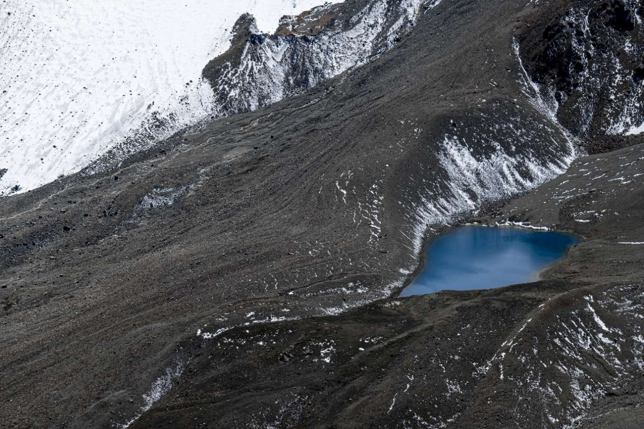 Скрытые льды погребены под миллионами тонн горной породы