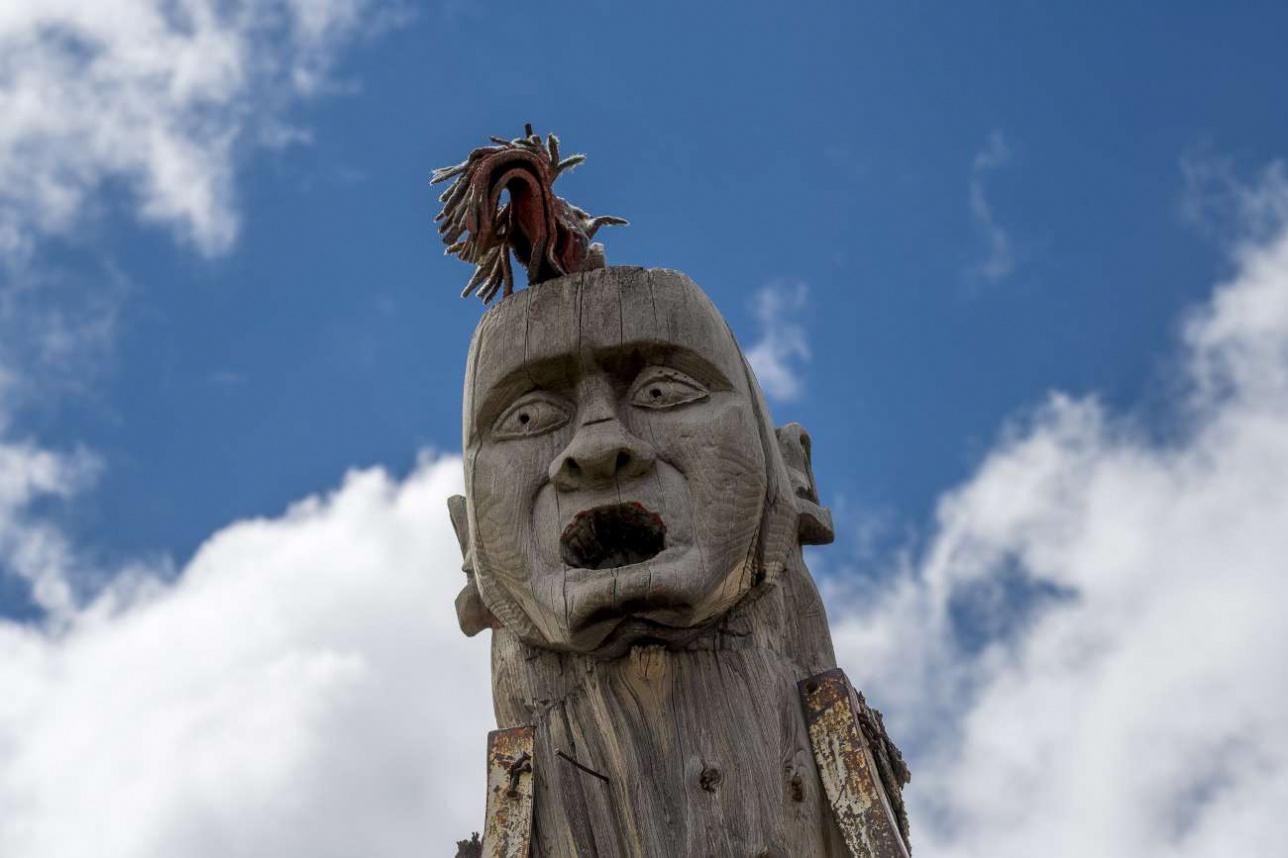 Психоделическая скульптура установленная гляциологами на леднике Туюк-Су