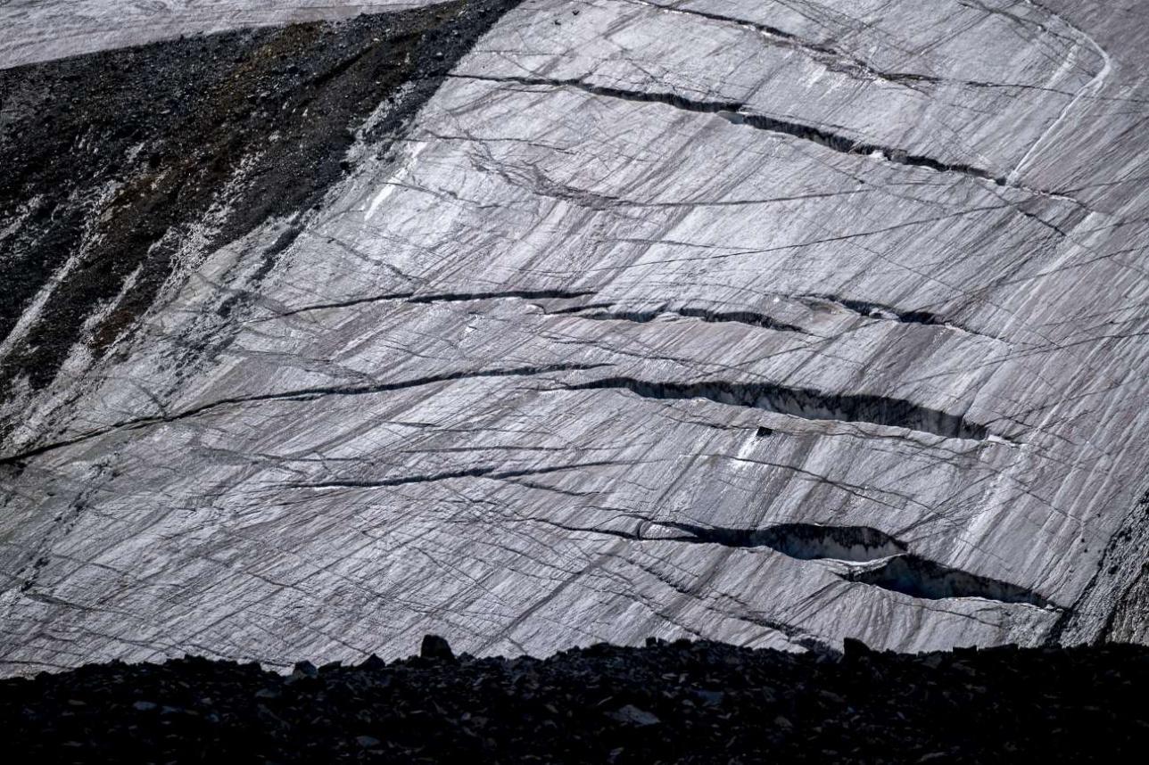 Трещины в леднике – первый признак его деградации