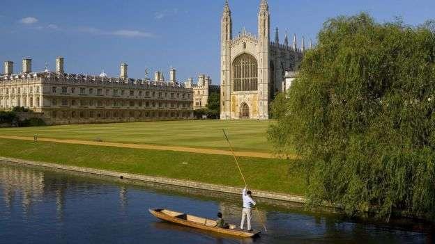 Кембридж стал первым британским университетом, объявившим, что все лекции в новом учебном году будут читать виртуально