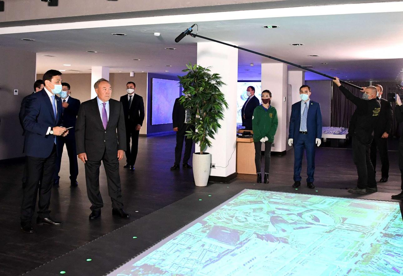 Нурсултану Назарбаеву представили план строительства социально-культурных объектов города и модернизации инфраструктуры