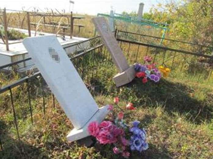 Памятники и оградки повредили школьники на кладбище в СКО