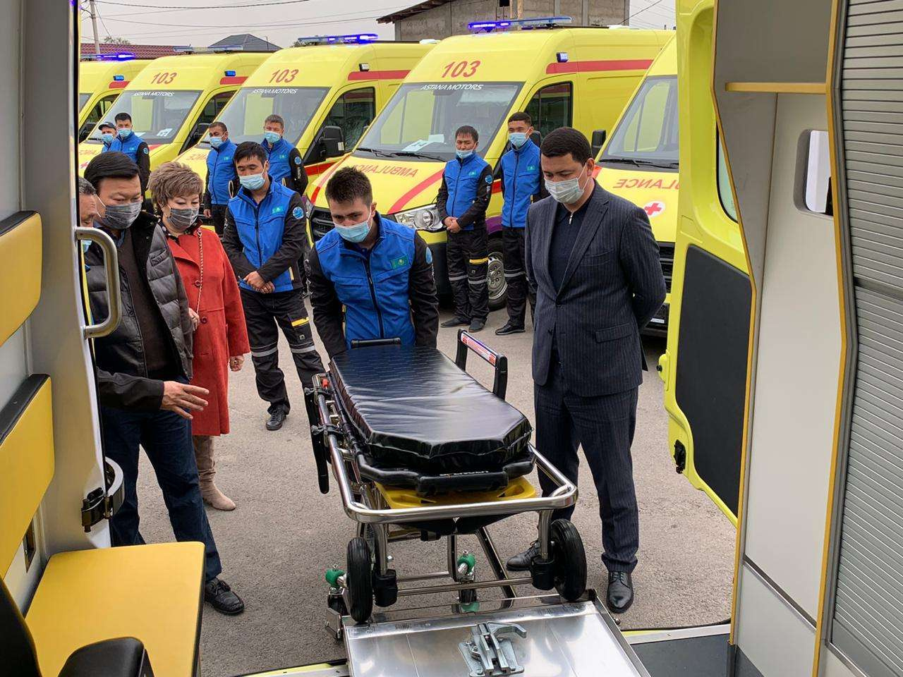 Алексей Цой осмотрел новый парк машин Службы скорой помощи Алматы