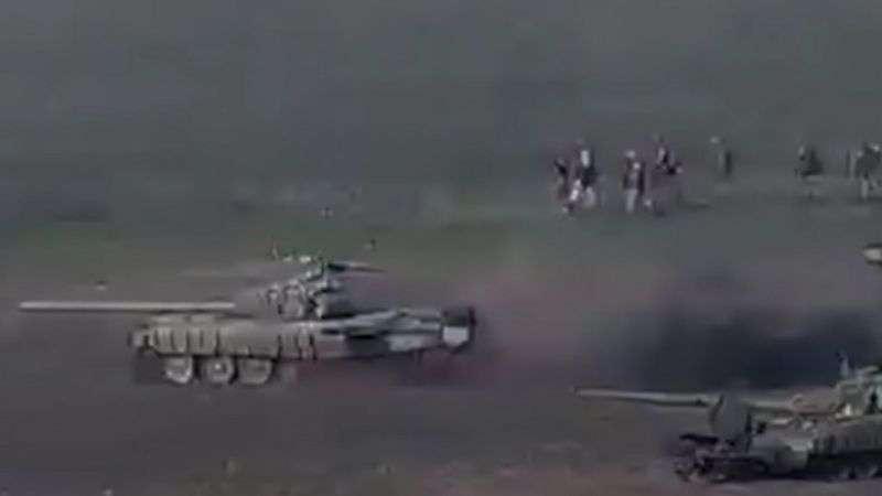 Министерство обороны Армении распространило кадры атаки азербайджанских танков и гибели одного из них. Съемки боев распространял и Азербайджан