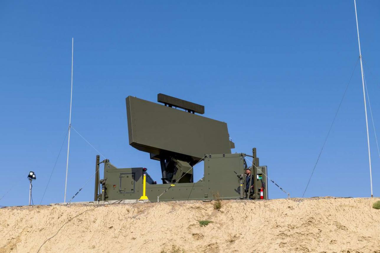 Радар настраивают во время взаимодействия с пролетающими самолетами и вертолетами