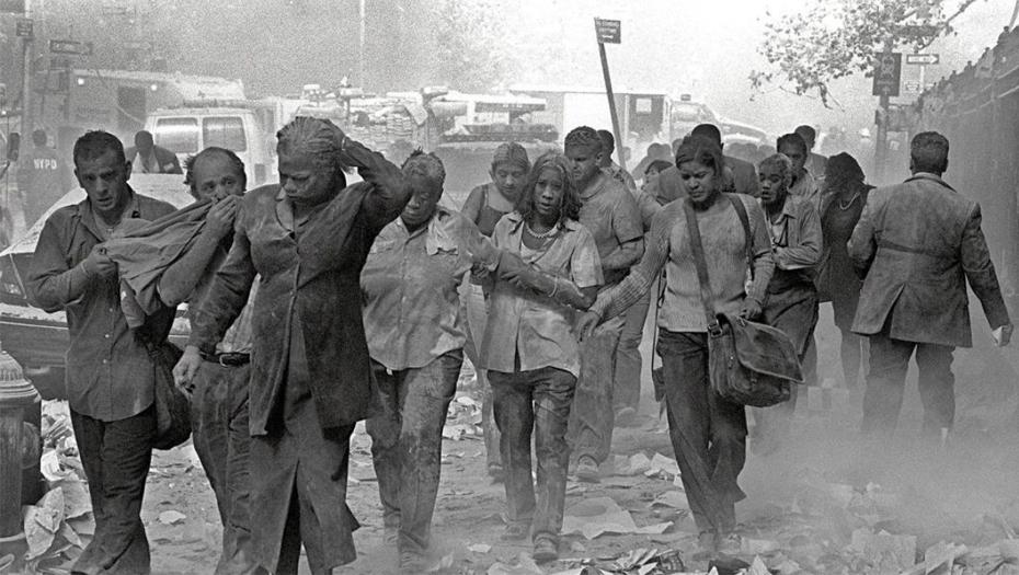 Люди после обрушения небоскрёбов 11 сентября 2001 года