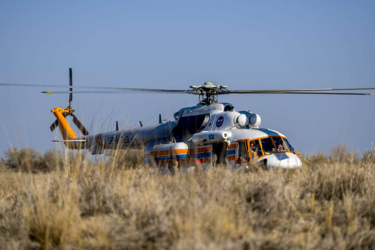 За один авиарейд вертолёт делает более десятка посадок в степи