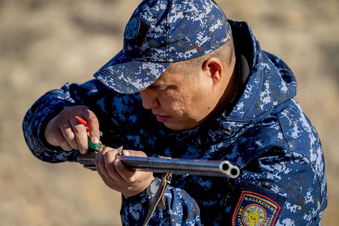 Инспектор природоохранной полиции Баглан Рымжанов утверждает, что ружьё выпущено ещё во времена Сталина