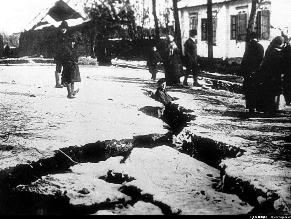 Площадь перед собором после землетрясения 1911 года