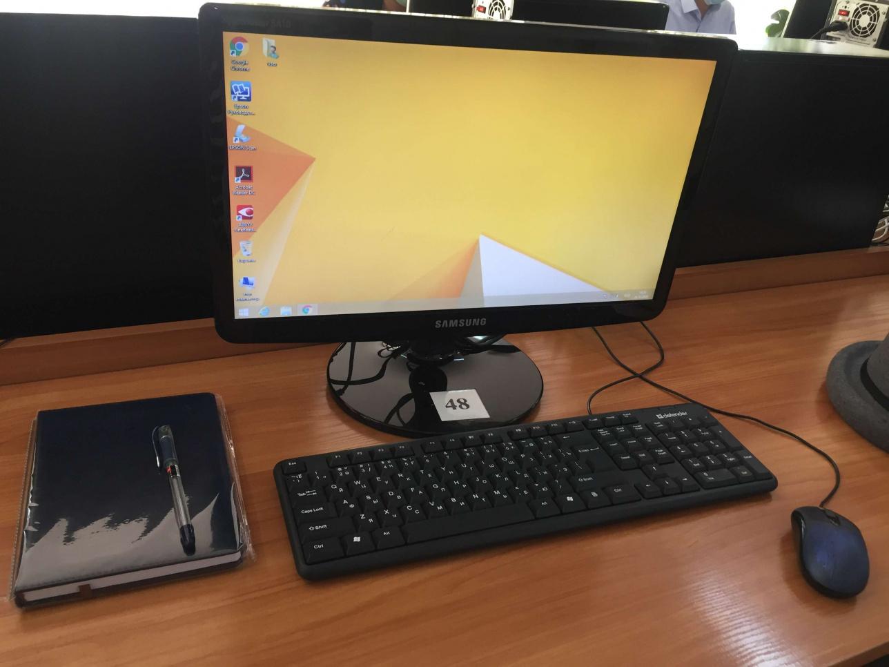 Рабочий стол в кабинете для членов рабочей группы