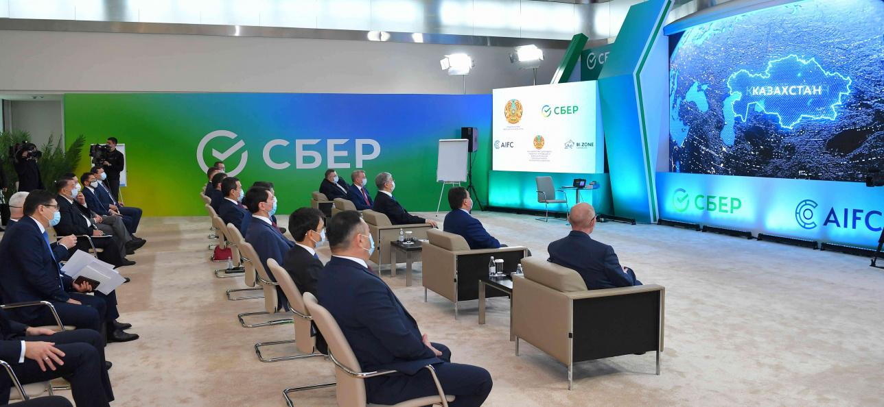 Президенту Казахстана была представлена интерактивная презентация