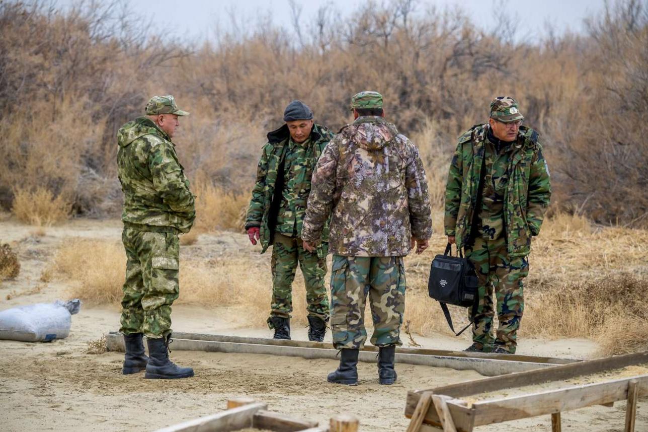 Директор резервата Жанибек Джубаниязов огорчен тем, что олени не едят комбикорм