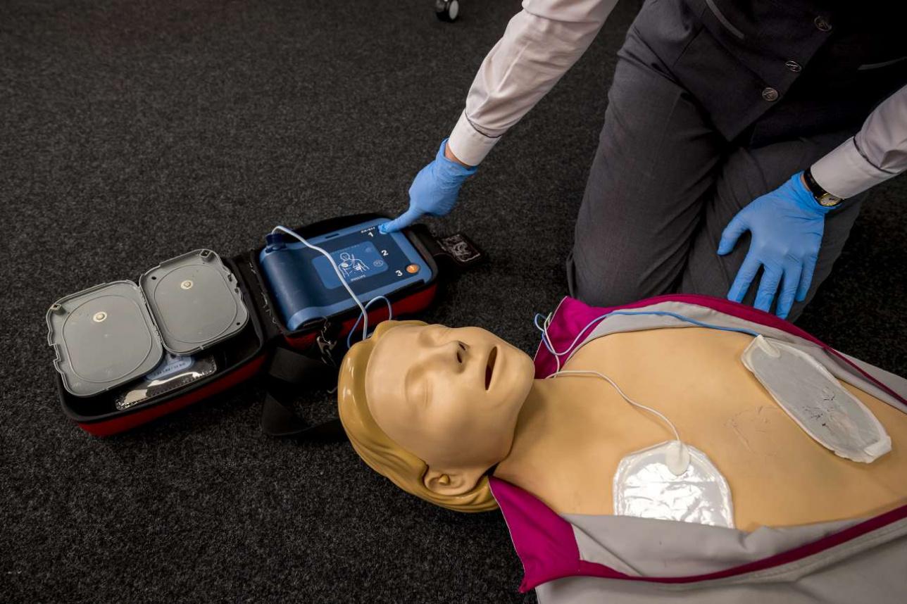 Тренинг по использованию бортового дефибриллятора
