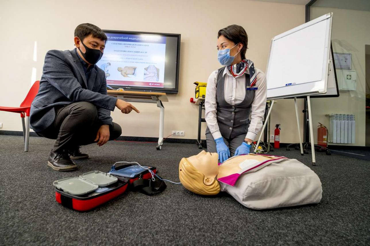 Бортпроводники могут оказаться единственными людьми на борту, способными спасти жизнь пассажиру